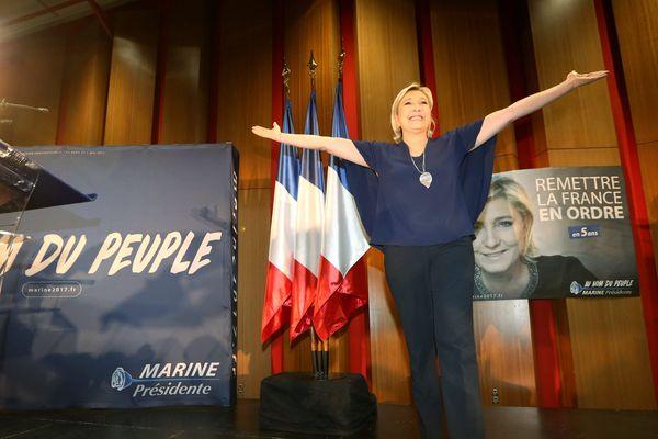 Marine Le Pen, au palais des congrès à Saint-Raphaël le 15 mars 2017