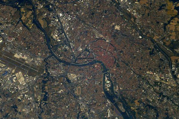 Thomas Pesquet publie sur les réseaux sociaux des photographies de la ville rose prises depuis la Station spatiale internationale.