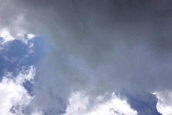 Les nuages reviendront temporairement au premier plan, ce dimanche.