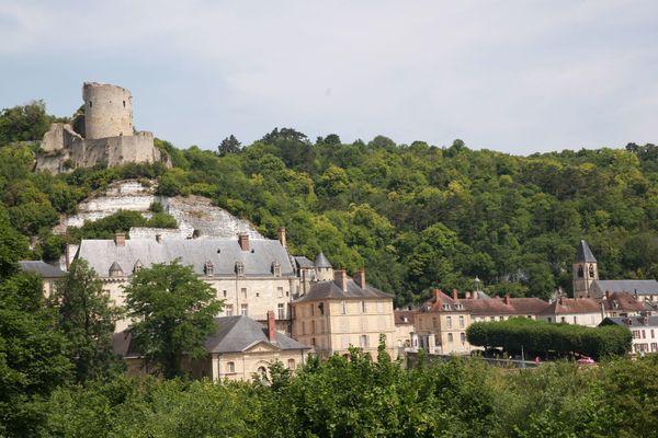 La commune de La Roche-Guyon, implantée dans le Parc naturel régional du Vexin français, est classée parmi les plus beaux villages de France.