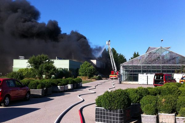 Incendie hangar - Rue Grand Véon (Troyes)