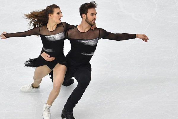 Originaires de Clermont-Ferrand, les patineurs Gabriella Papadakis et Guillaume Cizeron entreront sur la glace de la patinoire de Graz, en Autriche, jeudi 23 janvier.