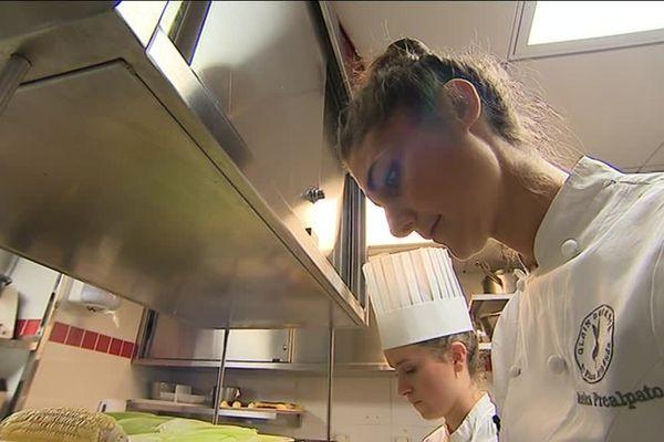 Jessica Préalpato dans les cuisines du Plaza Athénée
