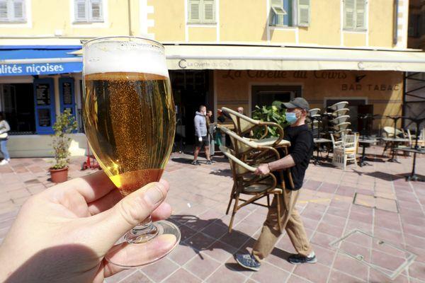 Les restaurants de la Côte d'Azur se préparent à rouvrir pour le 19 mai.