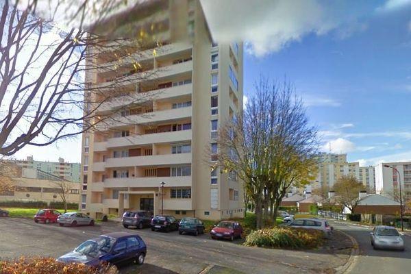 C'est dans un des appartements de cette résidence de Saint-Quentin que le corps sans vie de Caroline a été retrouvé.