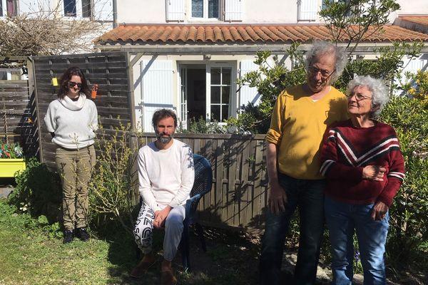 A Angoulins, Joël et Michelle Kérisit (à droite) ont choisi de se montrer solidaires envers leurs locataires