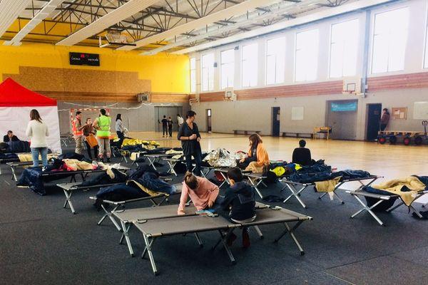Une centaine de naufragés de la RN88 ont été accueillis dans un gymnase de Firminy, dans la Loire, au cours de l'épisode neigeux entre le 29 et 30 octobre 2018