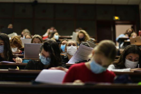 Les présidents d'université demandent une réouverture progressive, avec des effectifs réduits et un protocole sanitaire strict.