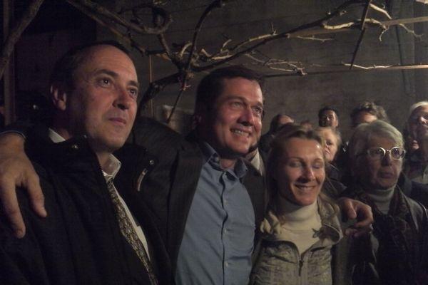 Le nouveau maire FN de Cogolin Marc-Etienne Lansade entouré de son équipe