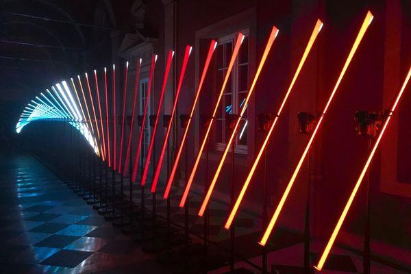 """""""Flux"""" est une installation lumineuse cinétique à contempler."""