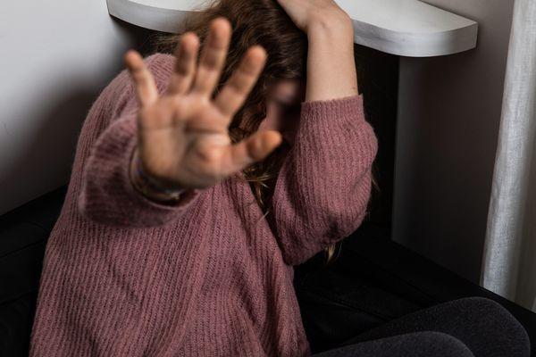 En 2018, seul 17% des auteurs présumés ont été condamnés à des peines d'emprisonnement en France, selon le rapport du Haut Conseil à l'Egalité entre les femmes et les hommes de 2020. (image d'illustration)