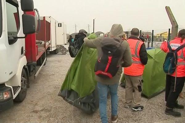 des migrants et des bénévoles harcelés