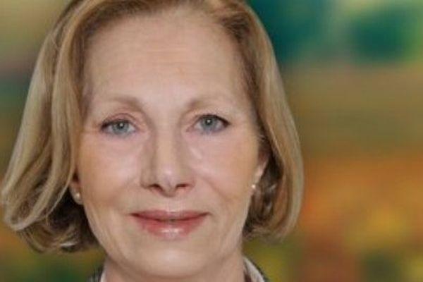 Marie-Christine Boutonnet est cadre administratif. Elle est conseillère régionale de Champagne-Ardenne et était candidate à la mairie de Gaillac (Tarn) lors des dernières municipales. Elle est membre du Front National depuis 1979.