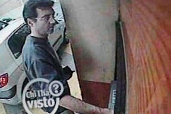 La dernière image de Xavier Dupont de Ligonnès, filmé par une caméra de surveillance lors d'un retrait bancaire avant sa disparition.