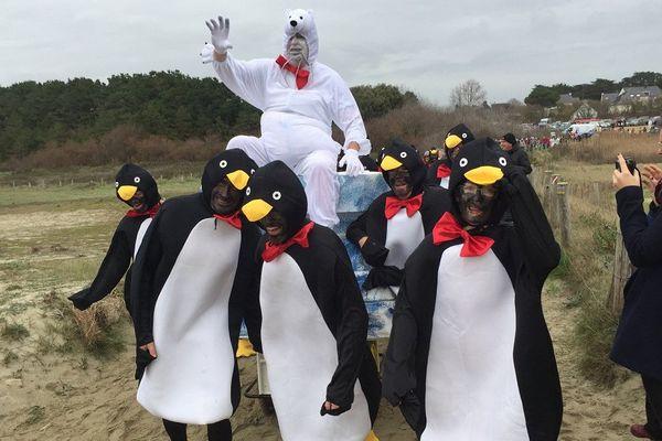 Des pingouins s'étaient donnés rendez-vous pour cette 20ième baignade des Otaries de Rhuys