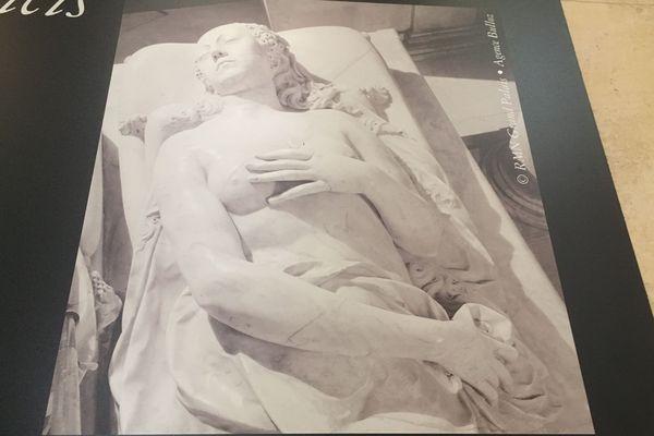 L'effigie funéraire de Catherine de Médicis par Germain Pilon plus esthétisée que celle de della Robbia, sera choisie pour le tombeau de Saint-Denis.