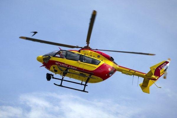 Le jeune conducteur, gravement blessé, a été transporté en hélicoptère sur un hôpital à Lyon. La vitesse et l'alcool pourraient à l'origine de l'accident.