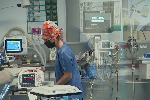 Les infirmiers-anesthésistes peuvent exercer après sept années d'études.