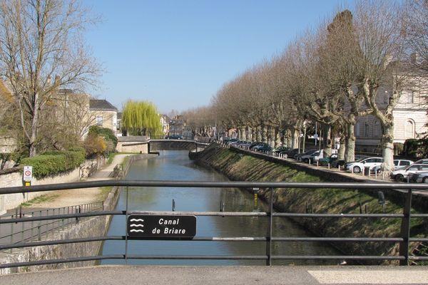 Canal de Briare, rue de la Poterne à Montargis, Loiret