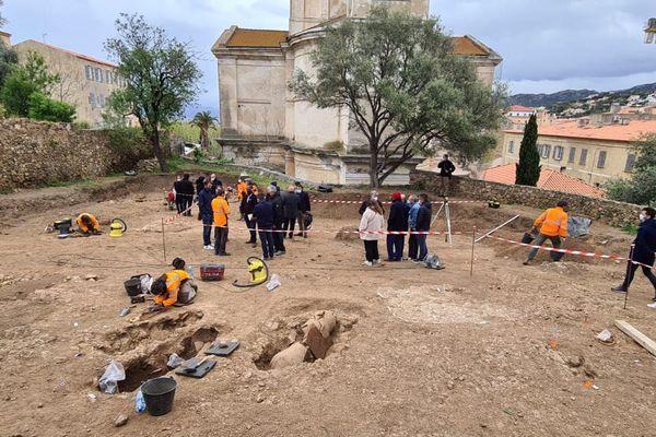 Une quarantaine de sépultures composent cette nécropole, datant de la fin de l'Empire Romain.