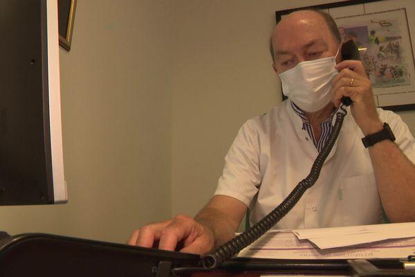 Les médecins de Lubersac sont contraints de passer de longues minutes au téléphone.