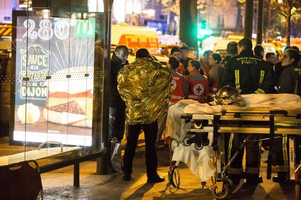 Les attentats de novembre 2015 à paris ont laissé de profondes répercussions psychologiques chez les victimes
