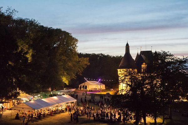 Le parc du château d'Ars  pendant le festival Le Son Continu