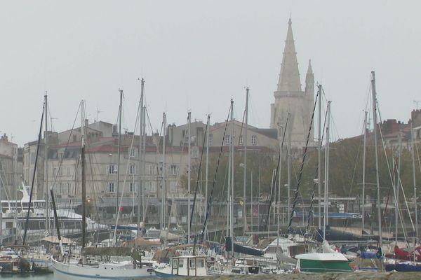 A La Rochelle, même des bateaux sont proposés à la location pour la nuitée