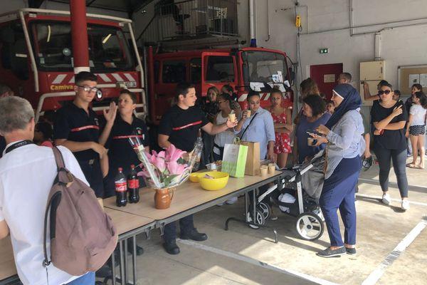 Des habitants de Gigean sont venus rendre hommage aux pompiers pour leur travail, une initiative citoyenne lancée par une mère de famille de la commune. 15/09/2019