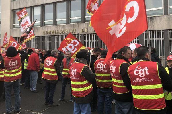 Une manifestation de soutien était organisée face au commissariat de Denain.