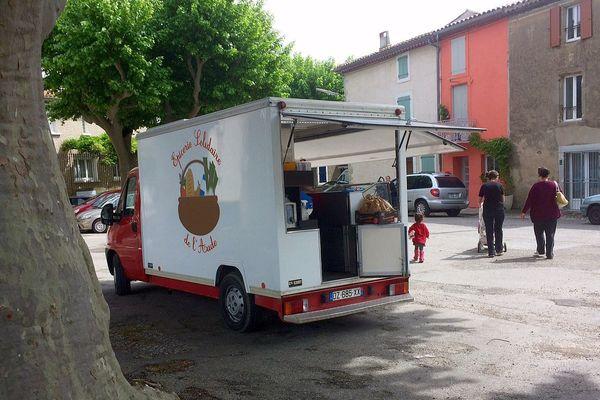 Le camion solidaire fait étape tous les jeudis à Peyriac-Minervois dans l'Aude.
