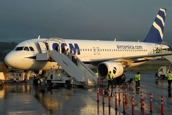 Un avion d'Air Corsica sur le tarmac de l'aéroport d'Ajaccio.