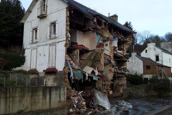 Une partie d'une maison de trois étages située rue de Quimper s'est effrondrée