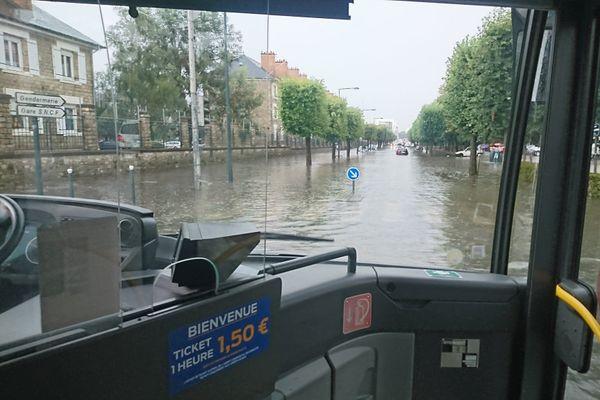 Le boulevard Clémenceau inondé à Rennes
