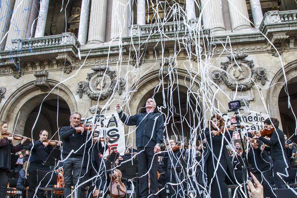 Concert des grévistes de l'Opéra de Paris sur le parvis du Palais Garnier, le 18 janvier dernier.