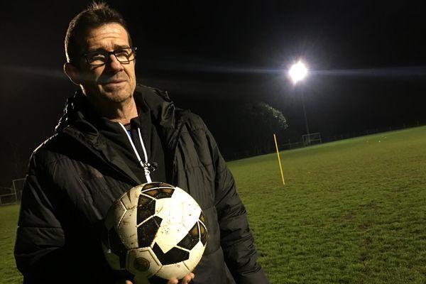 Fabrice Poullain, ancien joueur professionnel et entraîneur de l'équipe féminine des Chamois Niortais.