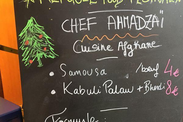 Trois cuisiniers réfugiés syrien, afghan et tibétain font découvrir leur cuisine au marché de Noël de Strasbourg