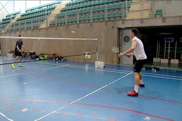 Arnaud Merklé (en noir au fond) à l'entraînement