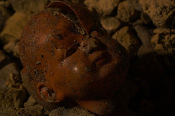 Objet d'enfant retrouvé dans la carrière souterraine de Fleury-sur-Orne