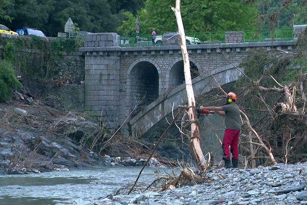 Pont-d'Hérault (Gard) - les sapeurs forestiers dégagent les embâcles  - 23 septembre 2020.