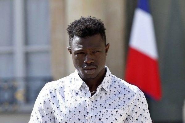 Inconnu avant le 26 mai dernier, Mamoudou Gassama a été naturalisé Français.