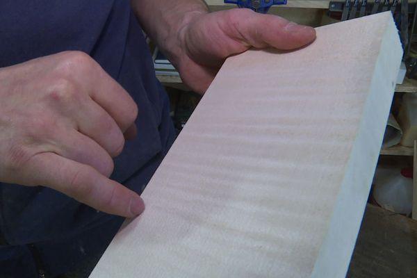 Le bois d'érable sycomore ondé est particulièrement rare et prisé.