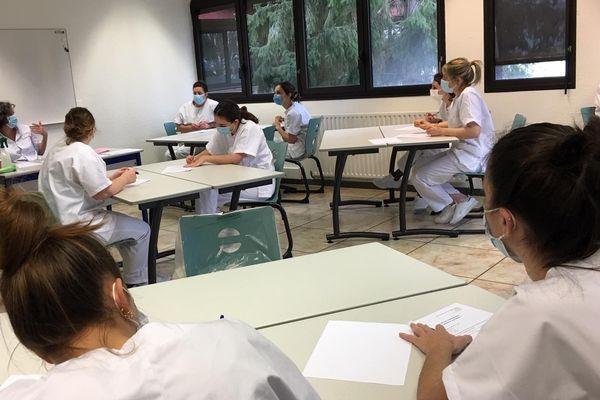 Les élèves infirmières à l'IFSI du centre hospitalier de la Côte basque à Bayonne.