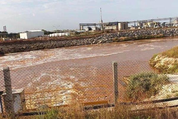 23/07/2020. Martigues : pollution en mer après une fuite dans un complexe pétrochimique.