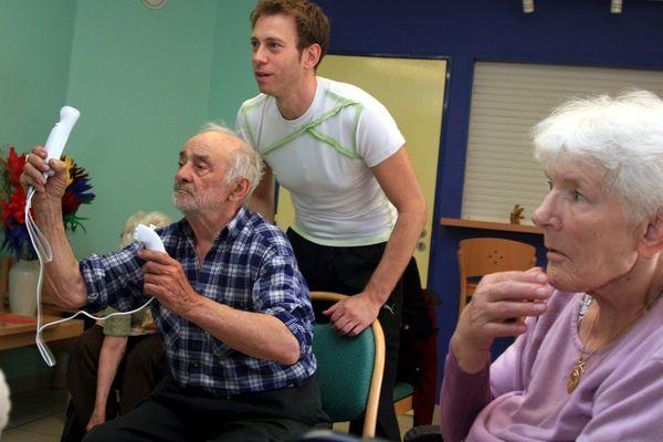 Champions de bowling sur Wii...en maison de retraite.