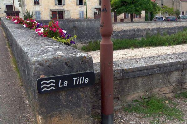 La Tille est une rivière qui traverse plusieurs communes, dont celle de Lux, en Côte-d'Or.