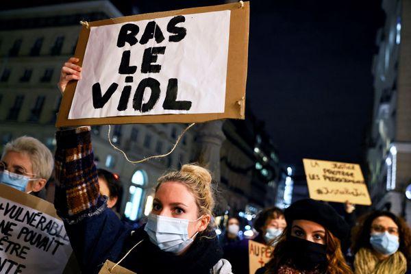Eric Dupont-Moretti a évoqué une exception en fonction de l'écart d'âge entre la victime et l'auteur du viol.