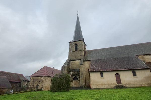L'église de Chéniers (23), classée monument historique, et son clocher-porche, vont bénéficier d'un mystérieux donateur !