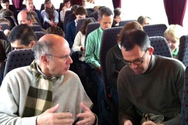 A Bord d'un des 11 bus partis ce matin de Mayenne pour aller manifester à Paris contre le mariage pour tous