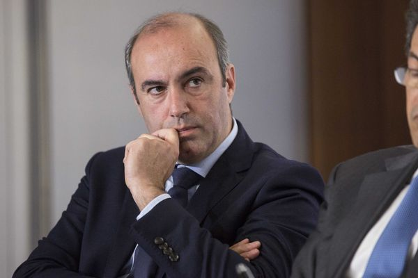 """Le député d'Eure-et-Loir Olivier Marleix demande à la justice d'enquêter sur un possible """"pacte de corruption"""" qui aurait profité à Emmanuel Macron"""